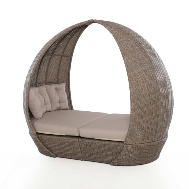 Maze Rattan - Harrogate Daybed - With Weatherproof Cushions