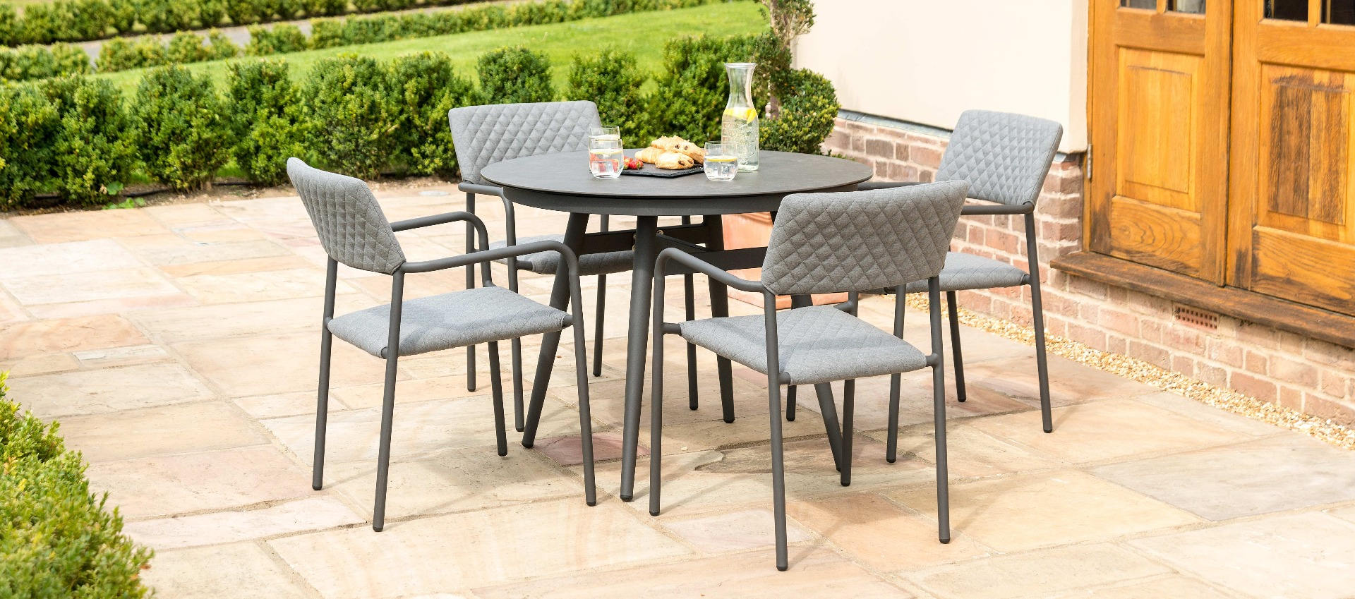 Maze Lounge - Outdoor Fabric Bliss 4 Seat Round Dining Set - Flanelle