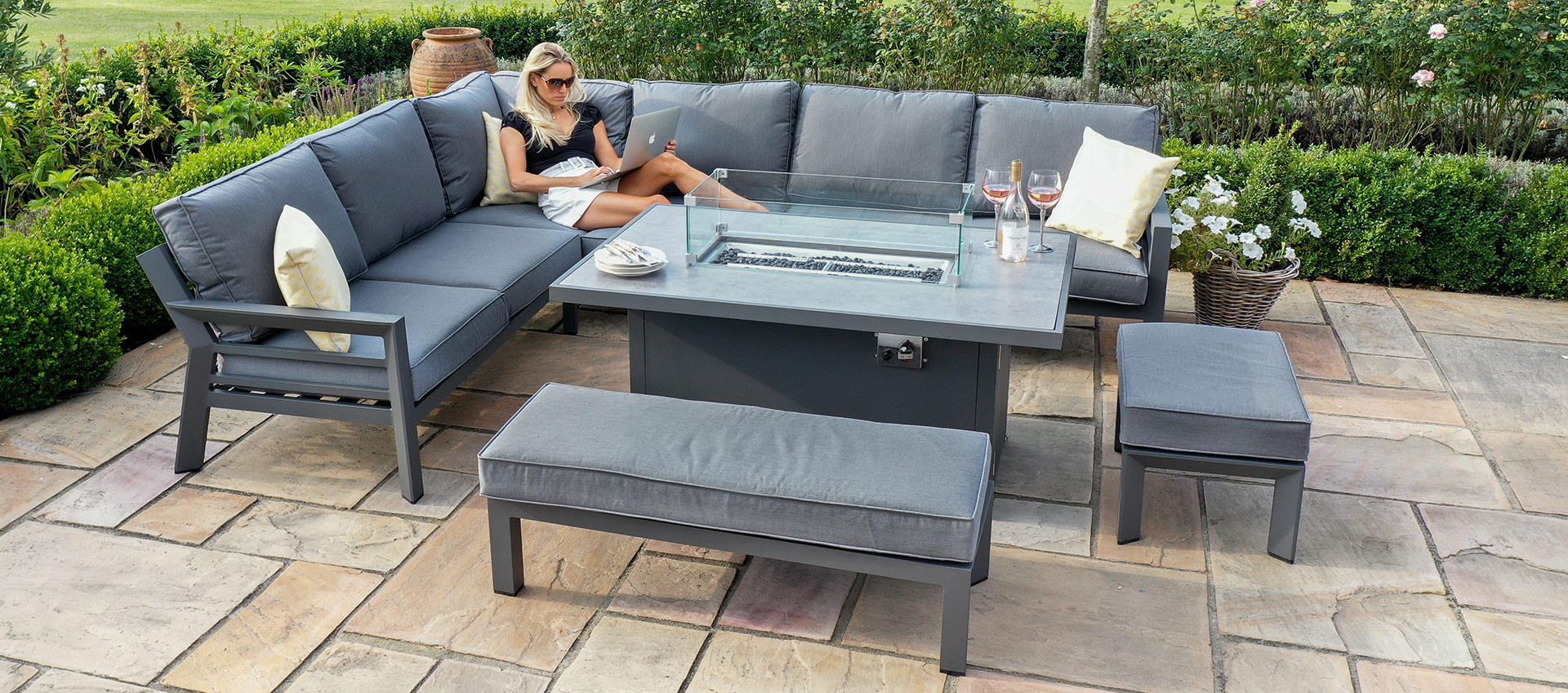 Maze - New York Corner Dining Set - With Firepit Table