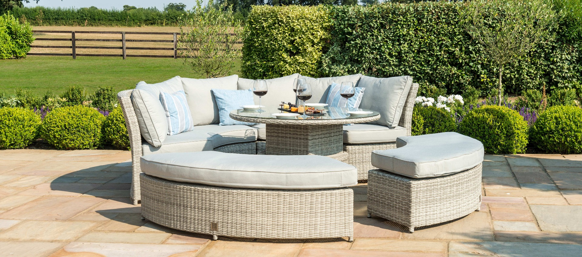 Maze Rattan - Oxford Lifestyle Suite - With Rising Table