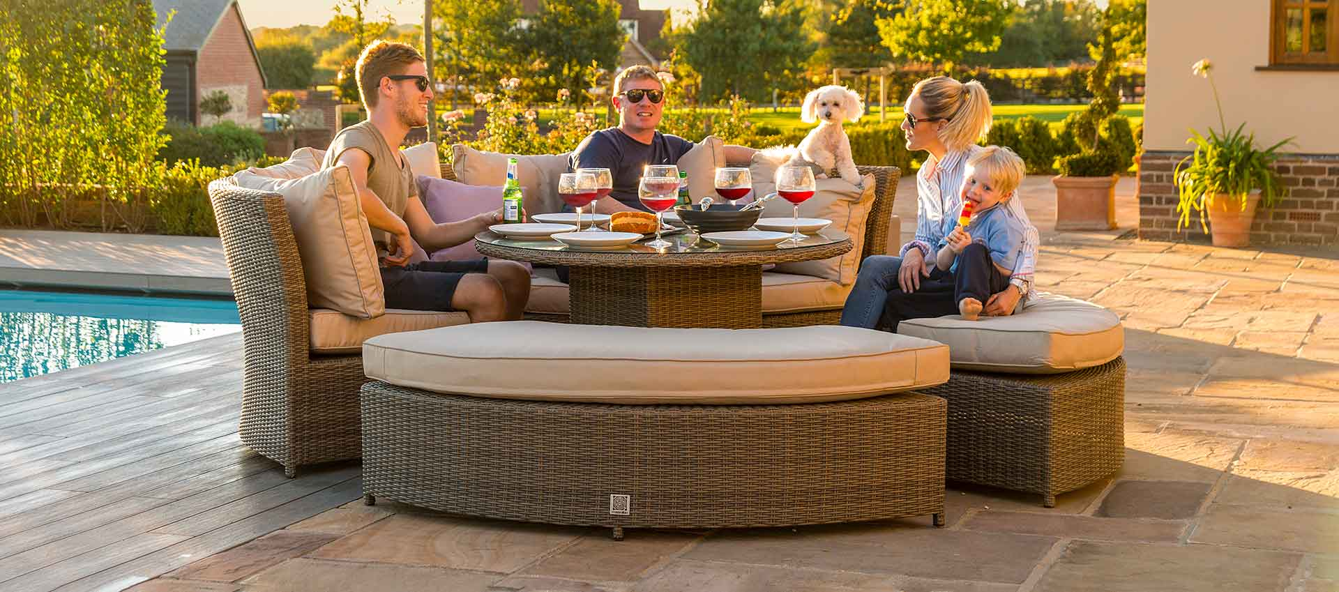 Maze Rattan - Winchester Lifestyle Suite - With Rising Table